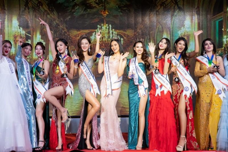 Vẻ đẹp bốc lửa của Á hậu châu Á 2019 Hà Vi Vi  - ảnh 13