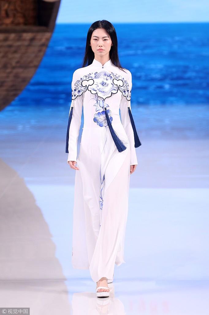 Ồn ào áo dài bị gọi là phong cách Trung Quốc, Sĩ Hoàng nói gì? - ảnh 4