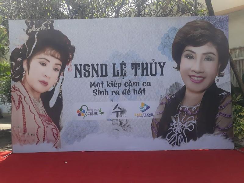 Nghệ sĩ tưng bừng tham dự ra mắt hồi ký của NSND Lệ Thủy - ảnh 1