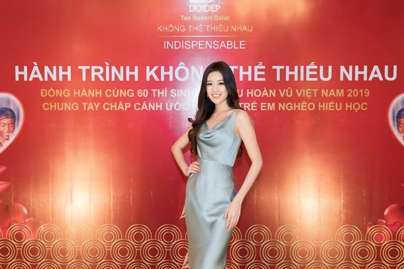 Tân hoa hậu Hoàn vũ Việt Nam và 2 á hậu khoe ảnh đi chơi - ảnh 1