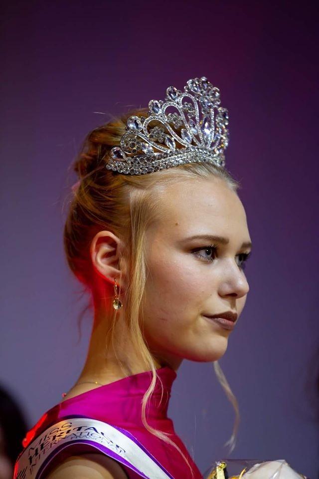 Du học sinh VN đăng quang Hoa hậu Di sản Quốc tế - Pháp 2019 - ảnh 6