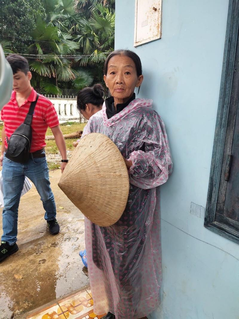 Mừng như người nghèo lần đầu được nhận cứu trợ - ảnh 1