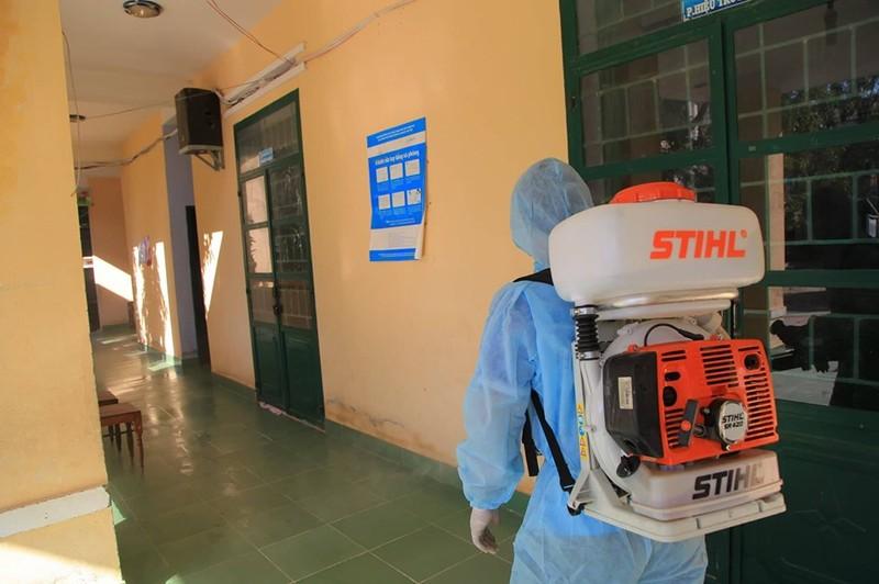 Ninh Thuận tất bật phun thuốc khử trùng chống dịch COVID-19 - ảnh 3