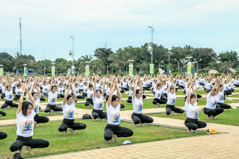 Gần 1.000 người đồng diễn 'Ngày quốc tế Yoga' tại Ninh Thuận  - ảnh 5