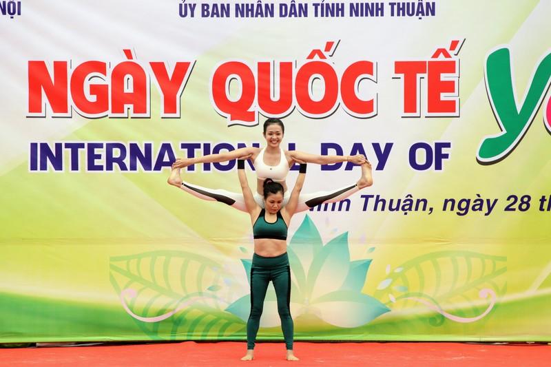Gần 1.000 người đồng diễn 'Ngày quốc tế Yoga' tại Ninh Thuận  - ảnh 4