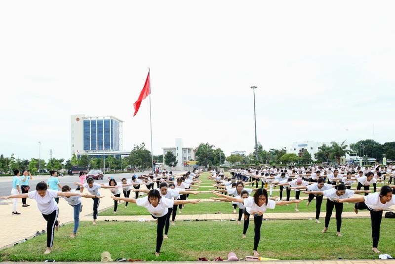 Gần 1.000 người đồng diễn 'Ngày quốc tế Yoga' tại Ninh Thuận  - ảnh 7