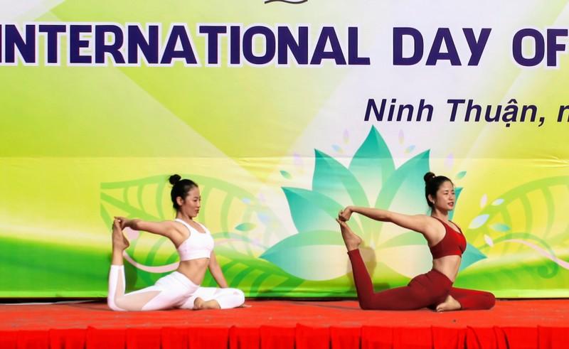 Gần 1.000 người đồng diễn 'Ngày quốc tế Yoga' tại Ninh Thuận  - ảnh 2