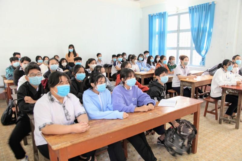 Ngày đầu Ninh Thuận cho học sinh đi học sau kỳ nghỉ do dịch  - ảnh 1