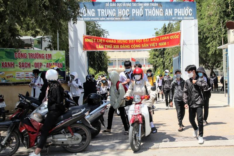 Ngày đầu Ninh Thuận cho học sinh đi học sau kỳ nghỉ do dịch  - ảnh 4