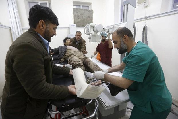 Taliban đánh bom khiến 28 người chết, hơn 329 người bị thương - ảnh 2