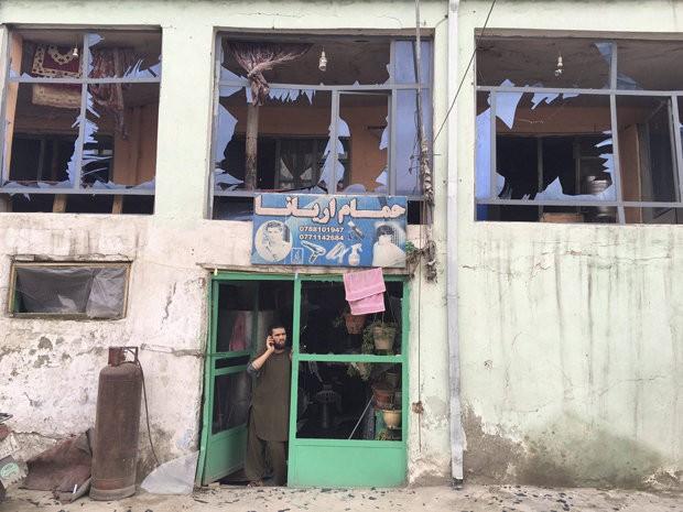 Taliban đánh bom khiến 28 người chết, hơn 329 người bị thương - ảnh 1