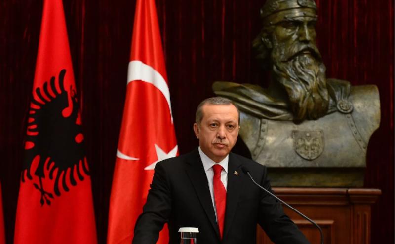 Tổng thống Recep Tayyip Erdogan tuyên bố chính phủ đã trấn áp đảo chính, tại Istanbul sáng 16-7.