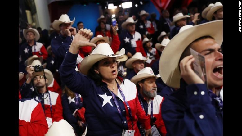 Các đại biểu bang Texas phản đối đề cử Trump tại đại hội.