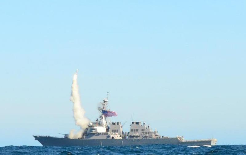 Tàu phóng tên lửa hành trình tấn công mặt đất trong một cuộc tập trận.