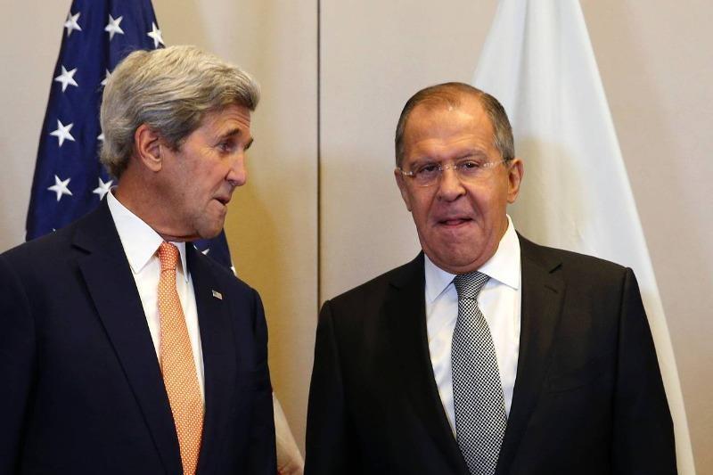 Ngoại trưởng Mỹ John Kerry (trái) và Ngoại trưởng Nga Sergei Lavrov gặp nhau đàm phán về Syria tại Geneva (Thụy Sĩ) ngày 9-9.