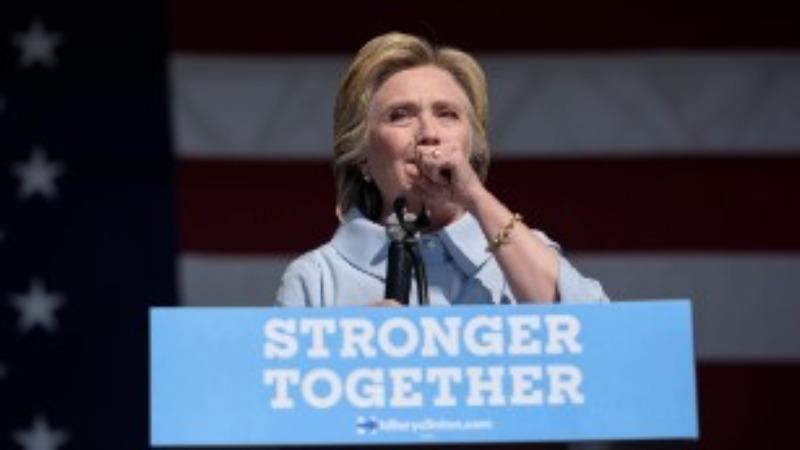 Bà Clinton ho trong một sự kiện tranh cử ngày 5-9 ở Cleveland.