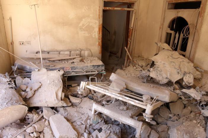 Một bệnh viện ở khu vực phe nổi dậy kiểm soát ở Aleppo bị không kích tàn phá.