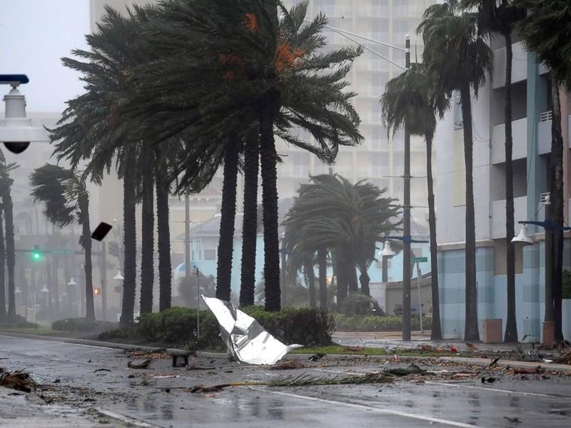 Đường phố Jachsonwille, Florida ngày 7-10 khi bão Matthew quét qua