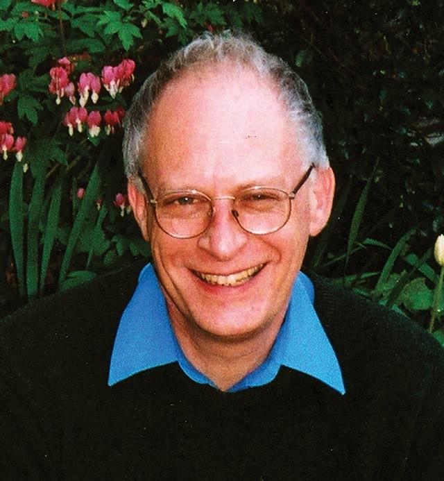 Giáo sư Oliver Hart gốc Anh.