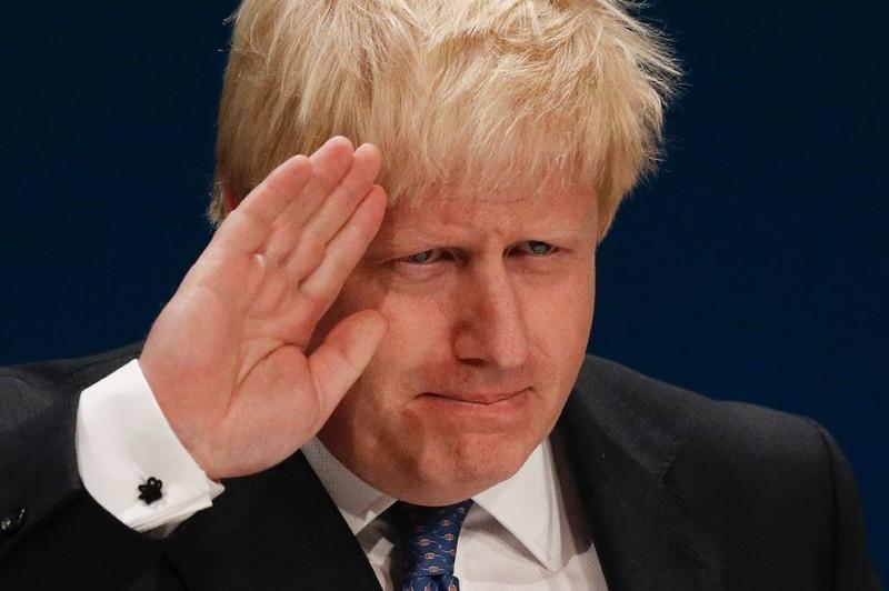 Ngoại trưởng Anh Johnson kêu gọi biểu tình phản đối Nga ngoài đại sứ quán Nga ở Anh.