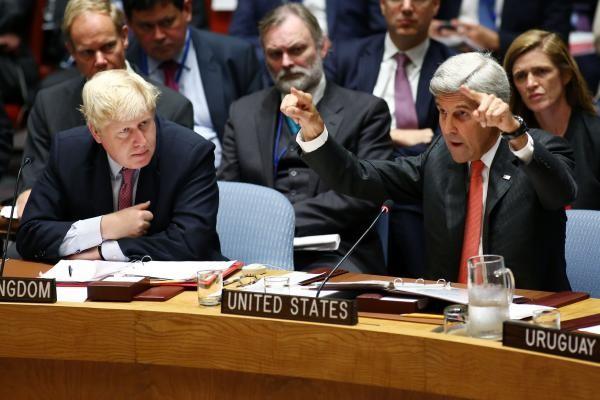 Hai Ngoại trưởng Anh Boris Johnson (trái) và Mỹ John Kerry trong cuộc gặp ngày 16-10 tại Anh về tình hình Syria.