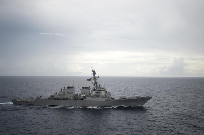 Tàu khu trục tên lửa USS Decatur của Mỹ trên biển Đông.