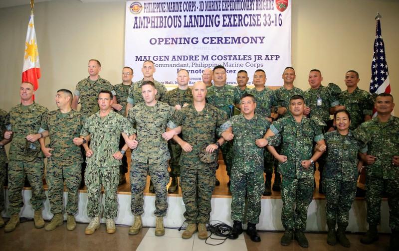 Thủy quân lục chiến Mỹ và Philippines trong lễ khai mạc cuộc tập trận đổ bộ ở Manila ngày 4-10.