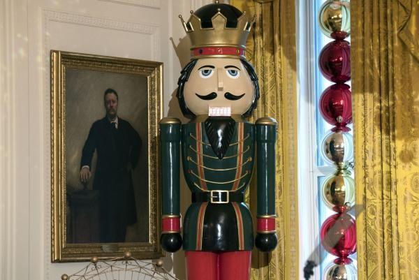 Nhà Obama chuẩn bị đón mùa Giáng sinh cuối ở Nhà Trắng - ảnh 16