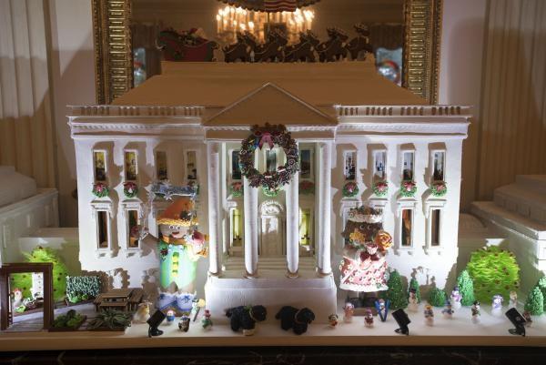 Trang hoàng Nhà Trắng bằng bản Nhà Trắng thu nhỏ.