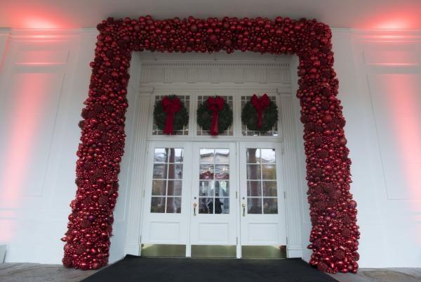 Nhà Obama chuẩn bị đón mùa Giáng sinh cuối ở Nhà Trắng - ảnh 10