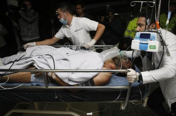 Cầu thủ Alan Ruschel được di chuyển cấp cứu tại bệnh viện San Juan de Dios ở TP La Ceja (Colombia) ngày 29-11.