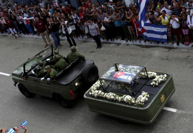 Di cốt Chủ tịch Fidel Castro trên đường phố Ciego de Avila (Cuba) ngày 1-12.