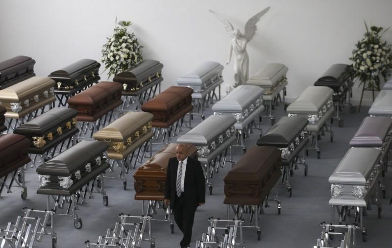 Thi thể nạn nhân được đặt trong nhà tang lễ Medellin (Colombia) chờ vận chuyển về Brazil.