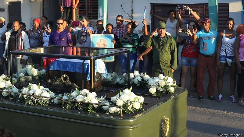 Di cốt Chủ tịch Fidel được đưa về nghĩa trang Santa Ifigenia ở TP Santiago de Cuba ngày 4-12.