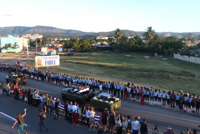 Người dân Santiago de Cuba tiễn biệt Chủ tịch Fidel ngày 4-12.