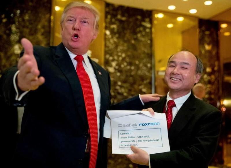 Hai tỷ phú Donald Trump và Masayoshi Son tại cao ốc Trump Tower (New York, Mỹ) ngày 6-12.
