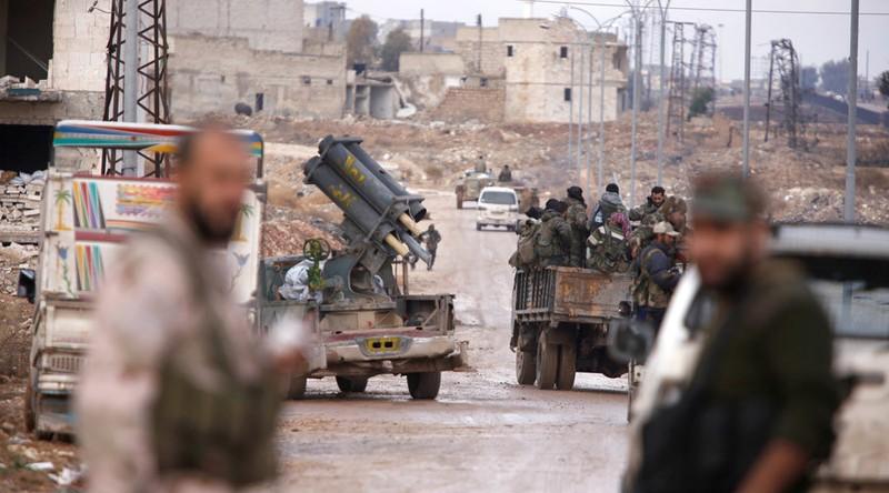 Quân chính phủ Syria chiếm quận Al-Haidariya của Aleppo ngày 2-12. Ảnh: REUTERS