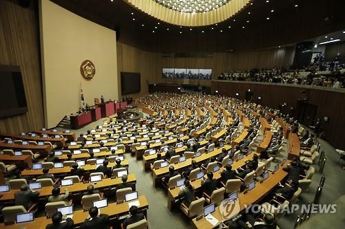 Quốc hội Hàn Quốc trong cuộc họp bỏ phiếu đề nghị luận tội Tổng thống Park Geun-hye ngày 9-12. Ảnh: YONHAP