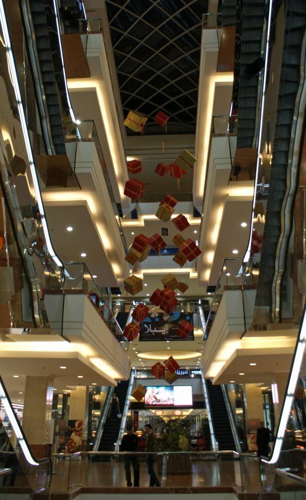 ên trong trung tâm mua sắm Shahba ở Aleppo ngày 12-12-2009. Ảnh: REUTERS