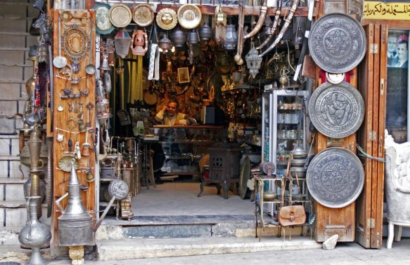 Một cửa hàng bán đồ cổ ở quận al-Jdeideh ở Old City (Aleppo) ngày 12-12-2009.