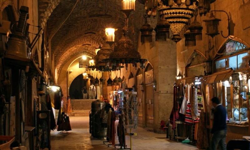 Người dân trong khu chợ cổ al-Shounah ở Old City (Aleppo) ngày 11-12-2009.