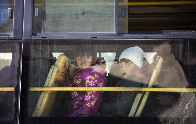 Người dân trên xe buýt sơ tán khỏi Aleppo ngày 15-12. Ảnh: GETTY IMAGES