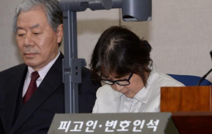 Bà Choi Soon-sil bác bỏ mọi cáo buộc. Ảnh: REUTERS