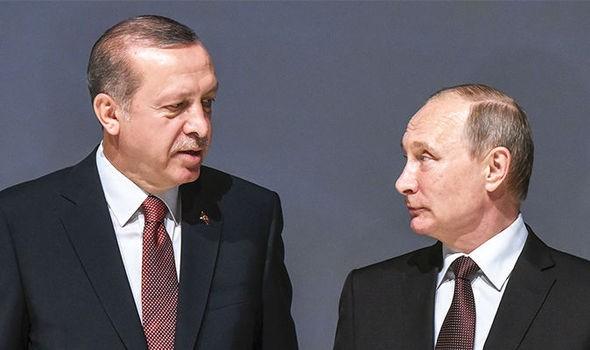 ổng thống Thổ Nhĩ Kỳ Recep Tayyip Erdoğan (trái) và Tổng thống NGa Vladimir Putin thống nhất vụ ám sát là tấn công khủng bố. Ảnh: REUTERS