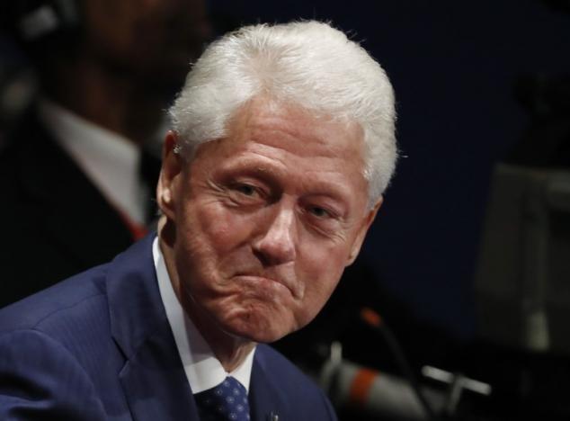 Cựu Tổng thống Bill Clinton tại một cuộc tranh luận của vợ mình với ông Trump ở Missouri (Mỹ) ngày 9-10. Ảnh: REUTERS