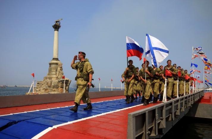 Lính thủy Nga tại cảng Sevastopol thuộc bán đảo Crimea ngày 31-7. Ảnh: REUTERS