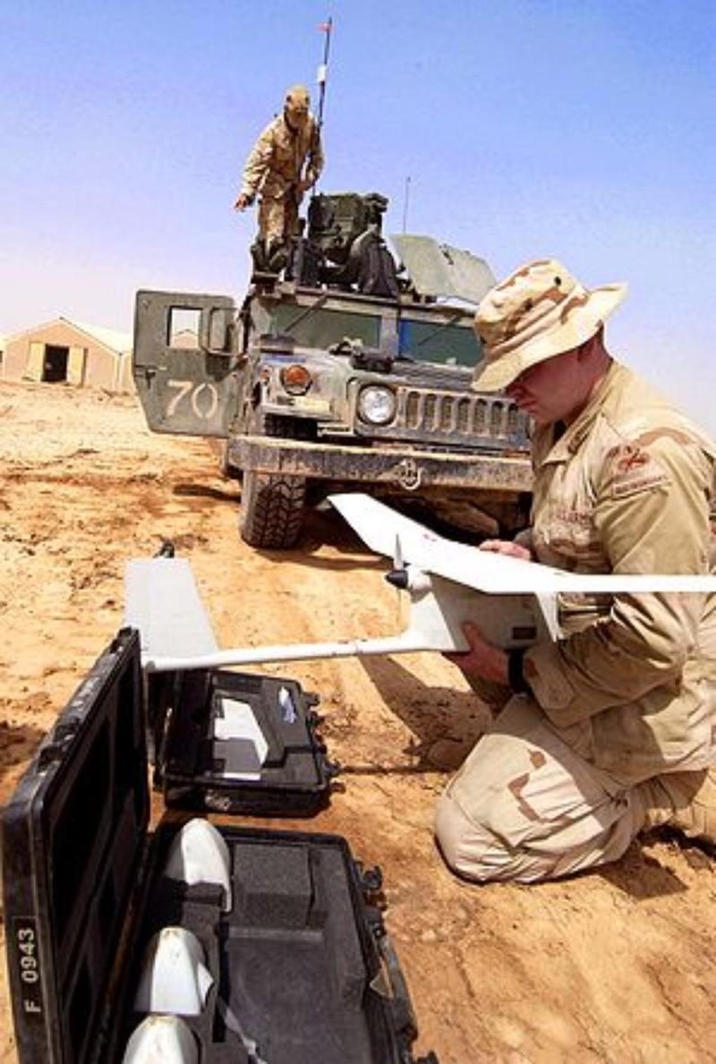 Máy bay không người lái  Raven RQ-11 được lính Mỹ sử dụng tại Iraq. Ảnh: US AIR FORCE