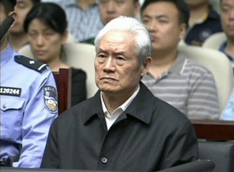 Ông Chu Vĩnh Khang tại phiên tòa ở Thiên Tân (Trung Quốc) ngày 11-6-2015. Ảnh: REUTERS