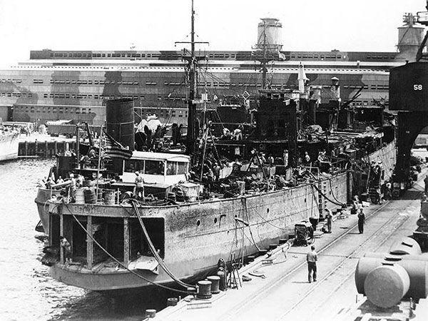Tàu USS Oglala sau khi được vớt lên năm 1942. Ảnh: THE DRIVE