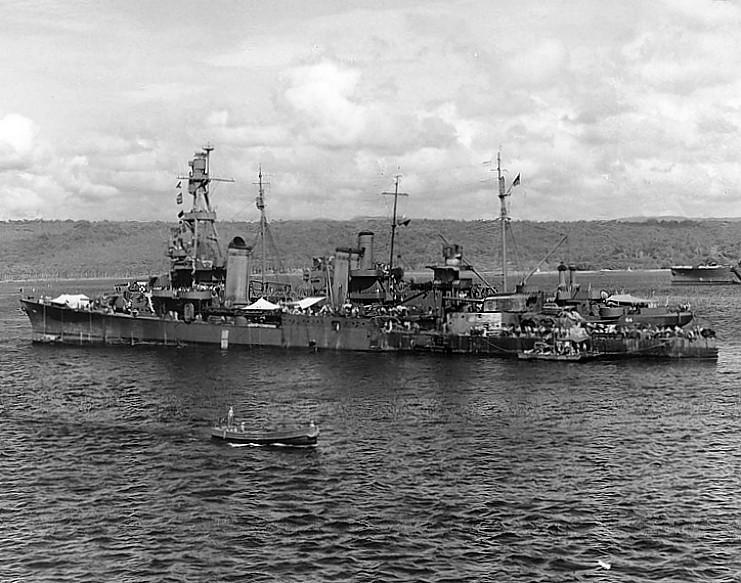 Tàu  USS Vestal (trái)  cùng tàu USS Pensacola tái hoạt động năm 1942 sau khi được sửa chữa. Ảnh: WIKIPEDIA